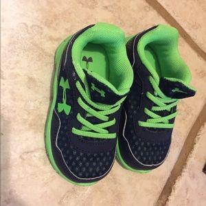 Tamaño De Los Zapatos Del Niño De 5 Bajo La Armadura MQ8vaDQCFg